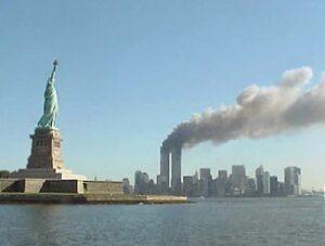 Statue of Liberty og WTC i brand under terrorangrebet 9/11