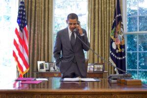 Barack Obama der taler i telefon